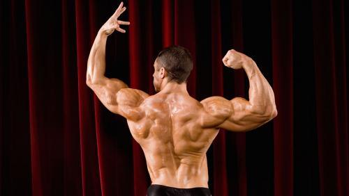 رياضة كمال الأجسام هي رياضة استعراض لذلك إذا كنت تُمارسها كهاوٍ أو محترفٍ فعليك معرفة الفنيات والحركات والتكتيكات التي يستخدمها اللاعب أثناء العروض، فما هي؟