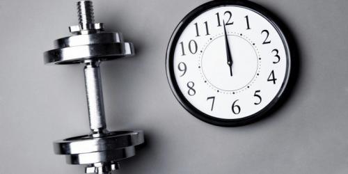 هل تعلم أنه يمكنك خسارة 20% من الدهون إذا تمرنت صباحا؟ وأن لوقت التمرين دور مهم في الحصول على أفضل النتائج والنوم بشكل مناسب؟